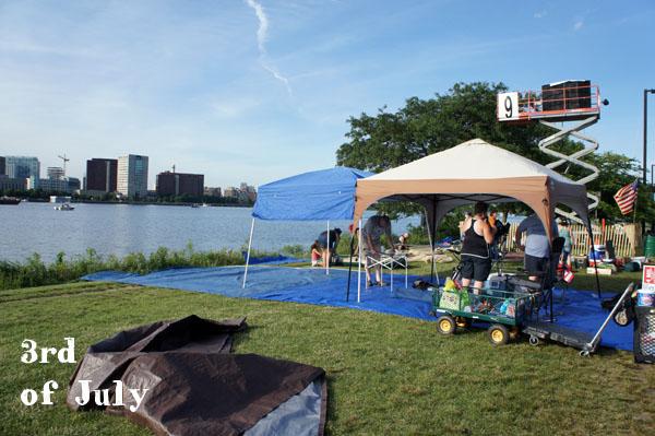 Les gens s'installent sur l'Esplanade la veille du 4 juillet