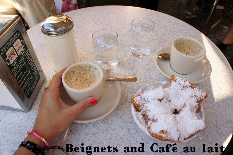 Beignets et Café au Lait, au Café du Monde, New Orleans
