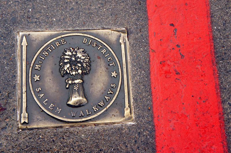 Le tour de Salem, en suivant la ligne rouge