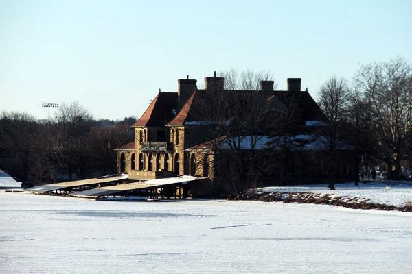 Les bords glacés de la Charles River en hiver