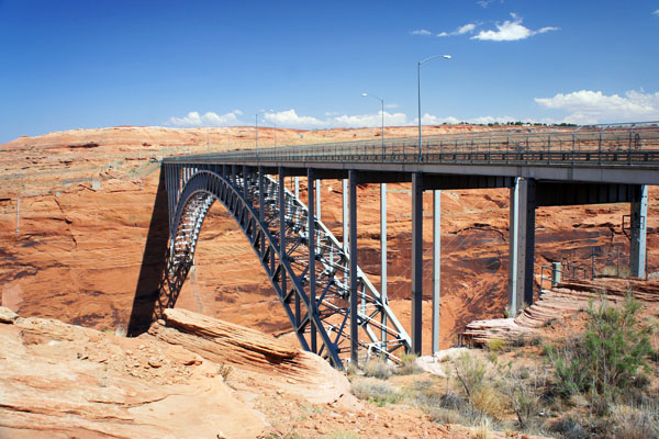 Pont en face du barrage de Glen Canyon