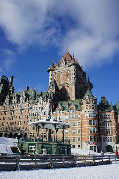 le château Frontenac en hiver - Alice in Québéquie