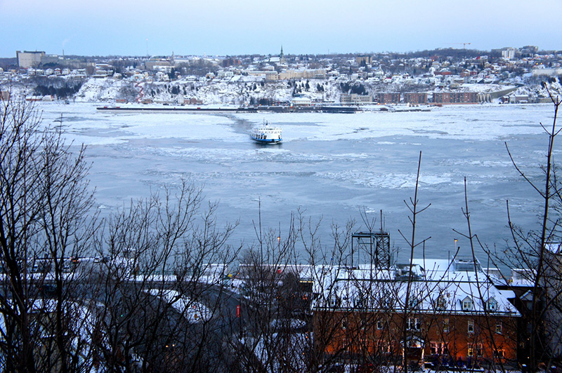 le ferry-brise-glace entre Québec et Levi - Alice in Québéquie