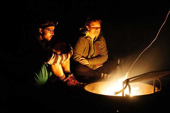Camper à Yellowstone - au coin du feu