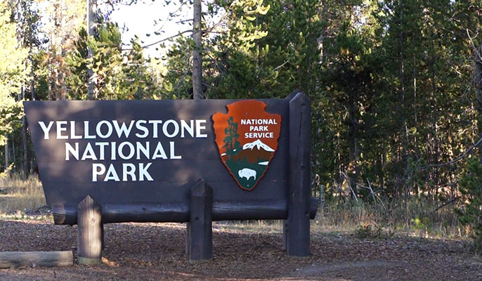 yellowstone national park - entrance