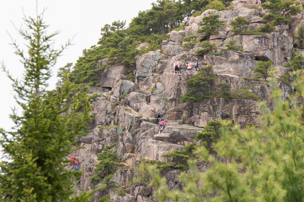 Grimper en haut du Beehive - Acadia National Park