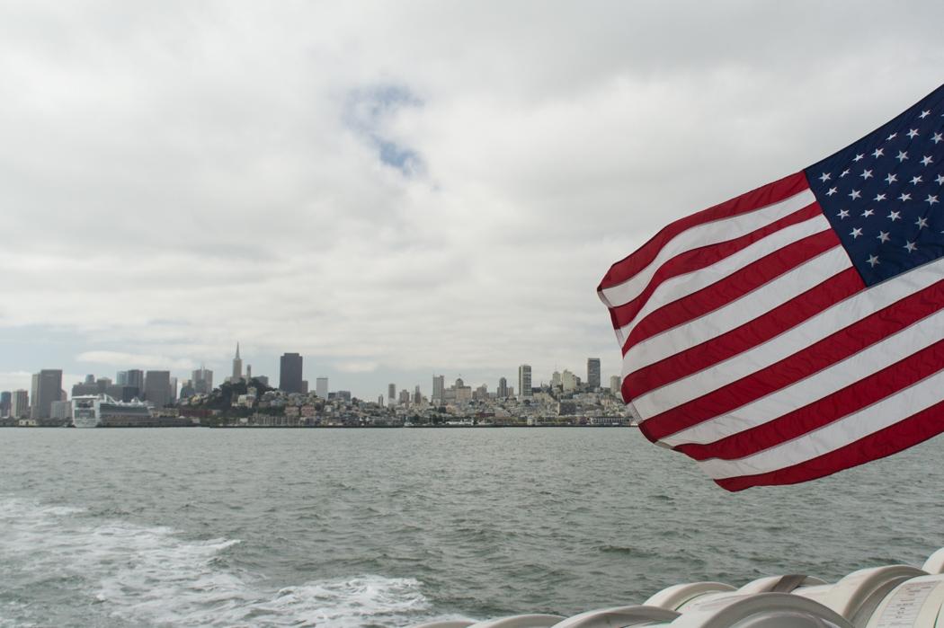 San Francisco - Californie - drapeau américain - ferry pour visiter Alcatraz