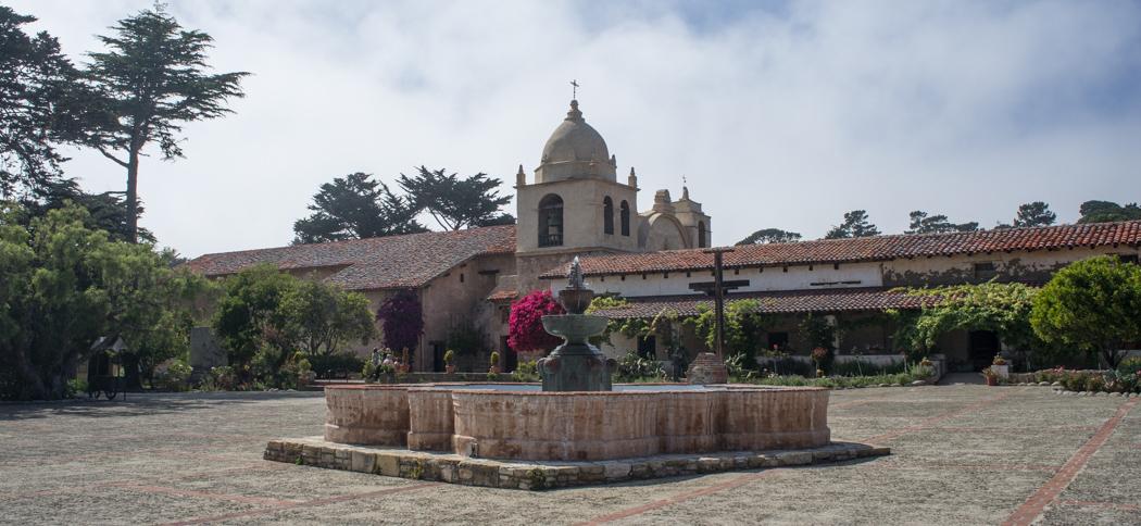 La mission de Carmel en Californie - la cour intérieure
