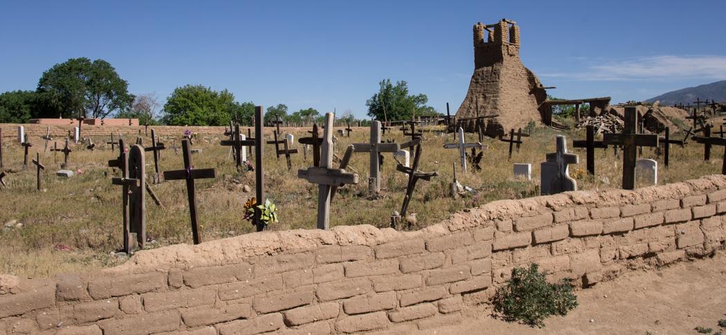 Eglise détruite à Taos Pueblo - Nouveau Mexique et cimetière