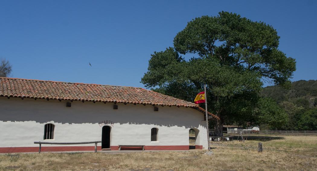 Cuartel et drapeau espagnol Purisima Mission Californie