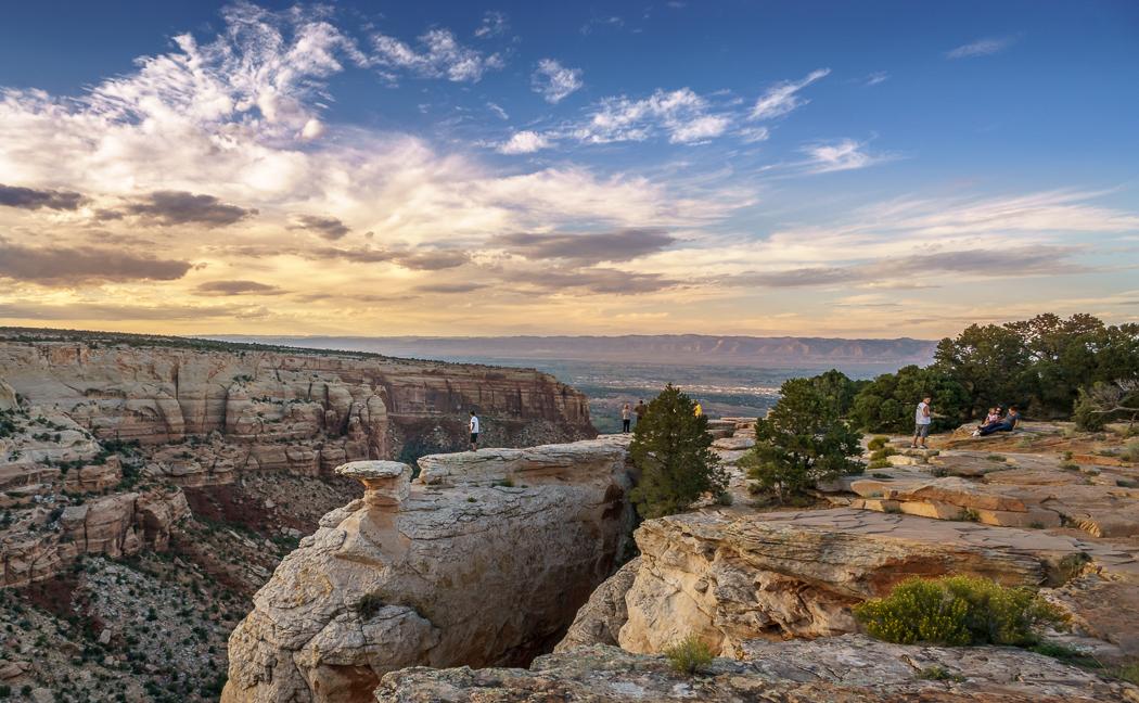 Colorado National Monument perché en haut d'un rocher
