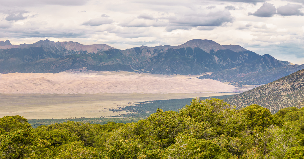 Great Sand dunes Colorado et les montagnes