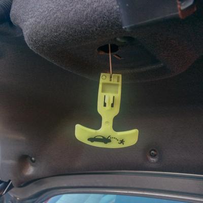 Poignée dans le coffre de voiture // Le blog de Mathilde www.maathiildee.com