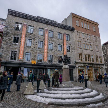 Visite de la ville de Quebec- Place Royale Statue