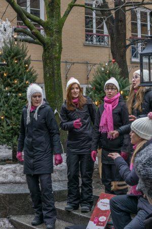 Visite de la ville de Quebec- rue du petit champlain - Chanteurs