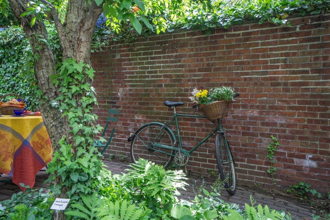 My first tour of the hidden gardens of beacon hill in for Jardin secret des hansen