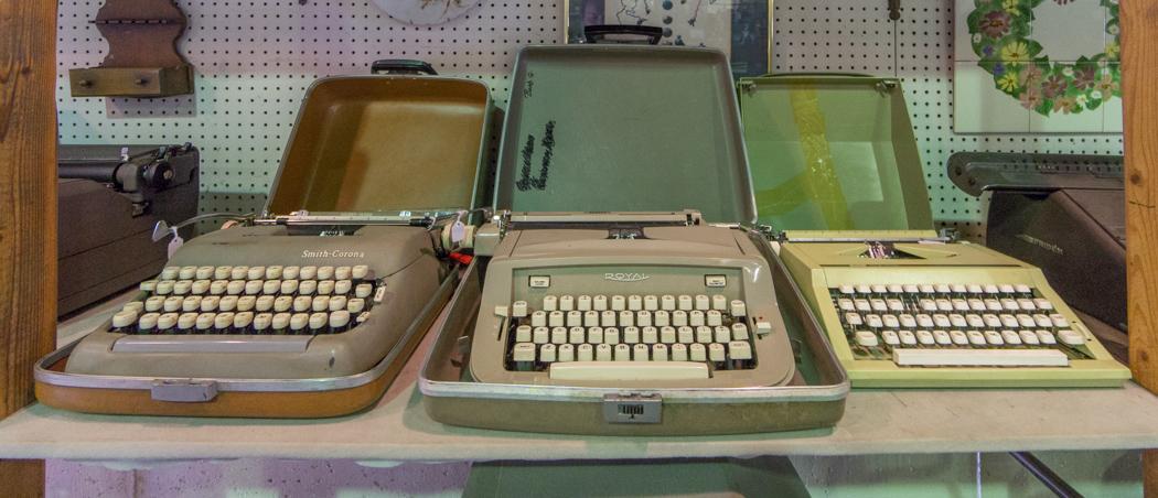 Oldies - magasin d'antiquités - NewburyPort - Machines à écrire