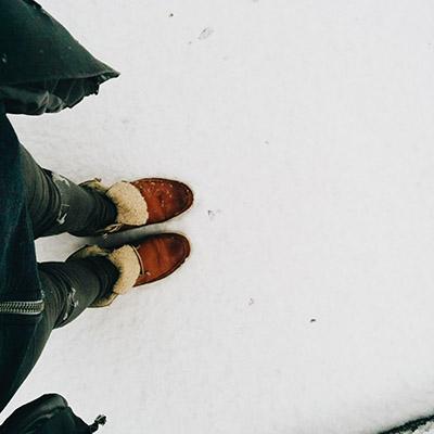 Les pieds dans la neige
