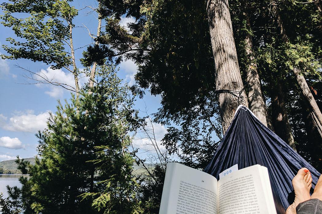 Lire dans le hamac